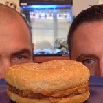 マクドナルドのハンバーガーは腐らない?20年前放置しても…